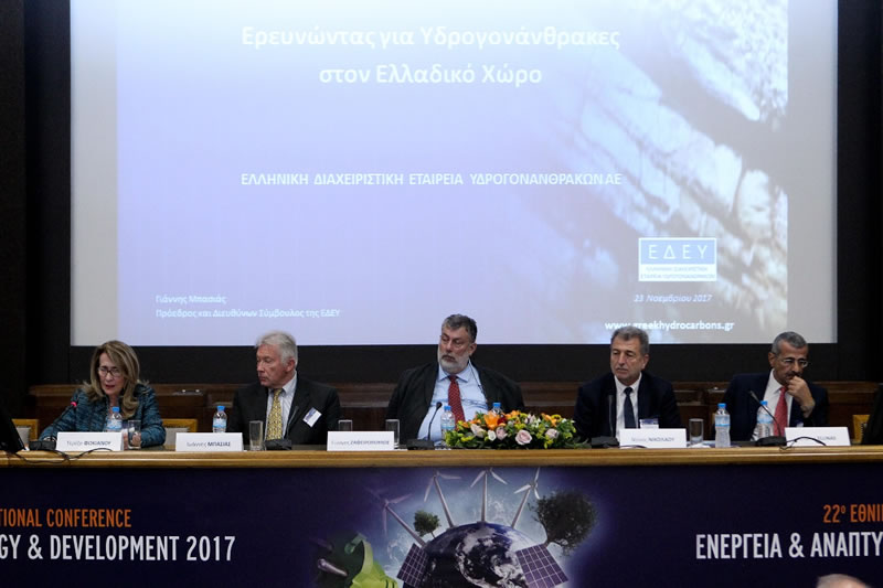 Συντονιστής: κα Τερέζα Φωκιανού, Πρόεδρος Επιτροπής Υδρογονανθράκων και Μέλος ΔΣ, ΙΕΝΕ, Πρόεδρος, Flow Energy. Από αριστερά προς τα δεξιά: κ. Ιωάννης Mπασιάς, Πρόεδρος και Διευθύνων Σύμβουλος, ΕΔΕΥ, κ. Γιώργος Ζαφειρόπουλος, Διευθυντής Έρευνας, ΕΛΠΕ, Δρ. Ντίνος Νικολάου, Tεχνικός Σύμβουλος, Energean Oil & Gas, Mέλος ΔΣ, ΙΕΝΕ, Dr. Charles Ellinas, CEO & Founder, Natural Hydrocarbons Company Ltd., Cyprus